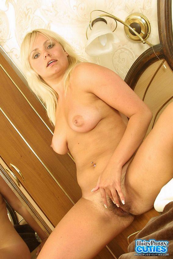 Волосатая дырка пухлой блондинки