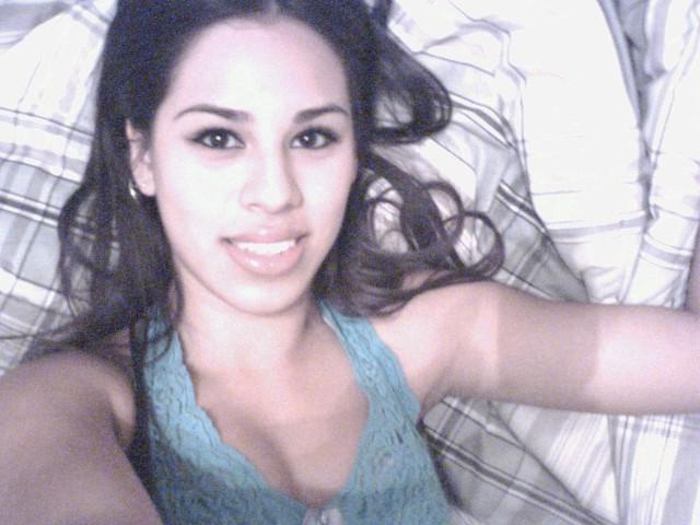 Селфи перед сном одинокой латинской девушки