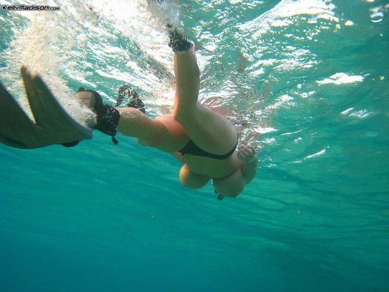 Под водой (сиськи) - компиляция 1