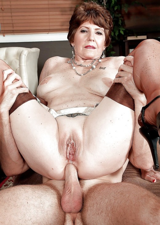 Mature women over anal fucking — pic 6
