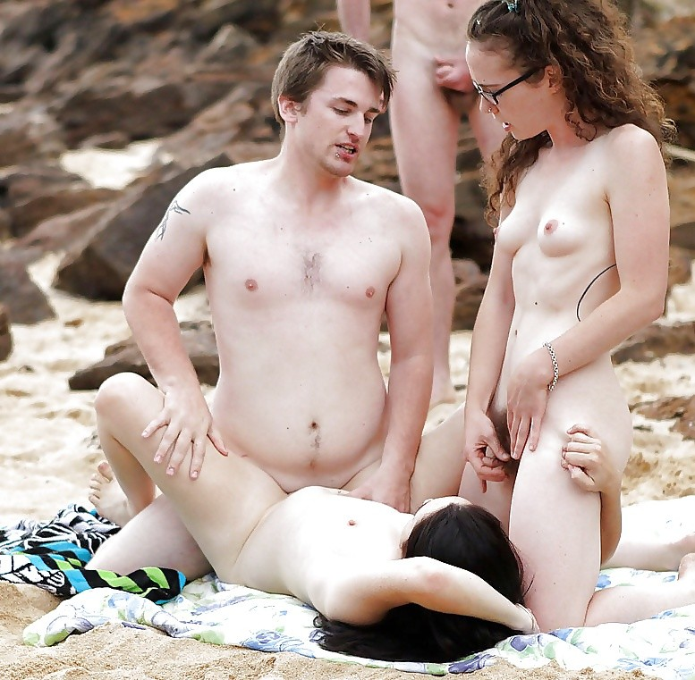 nude-sister-brother-on-beach