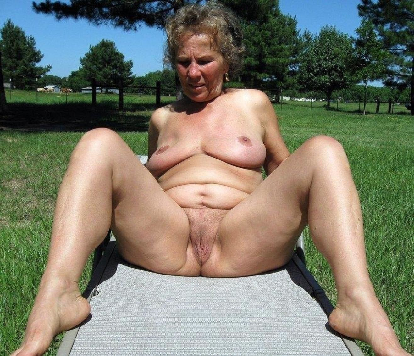 Amateur nude granny pics #14