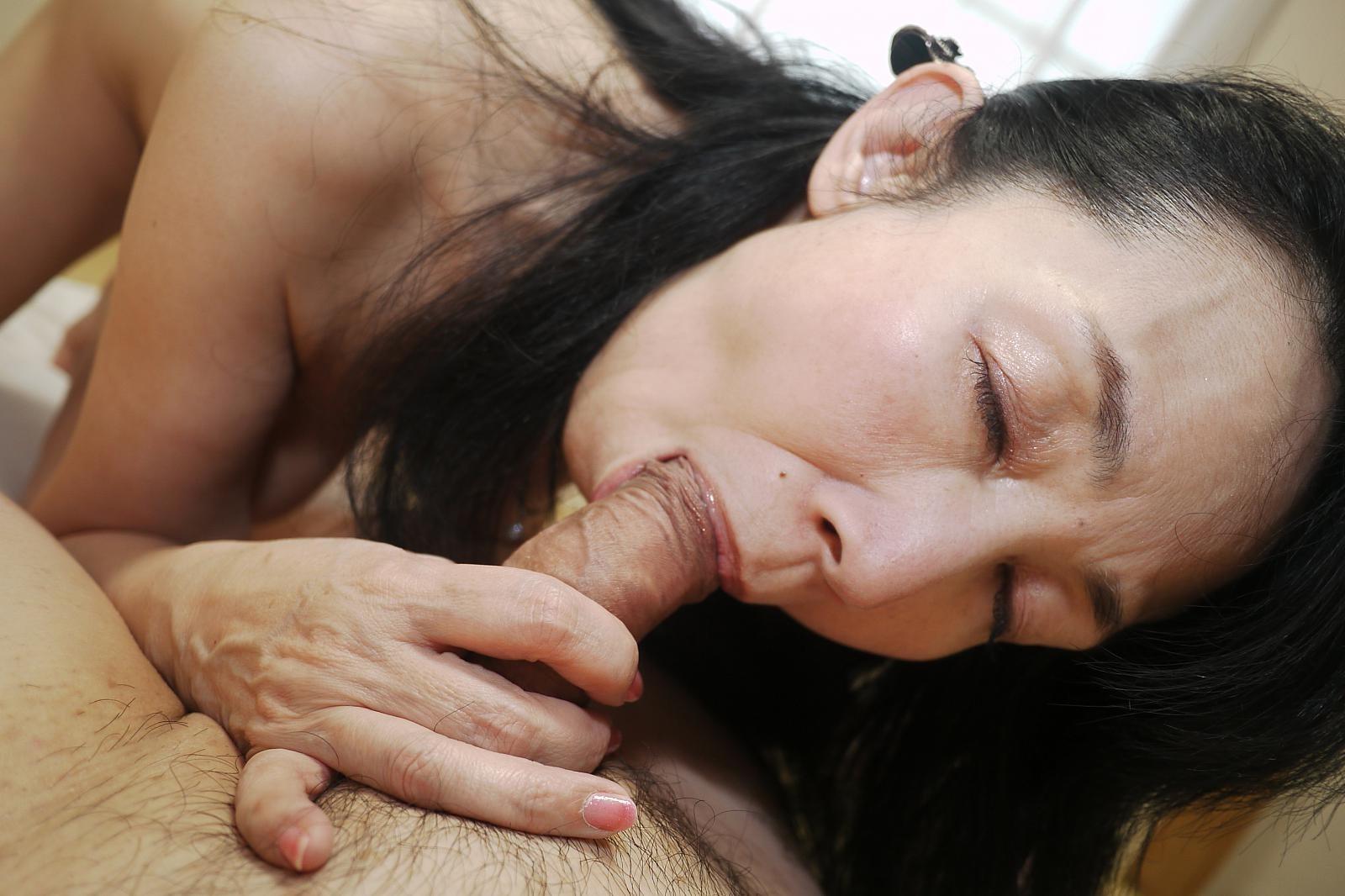 Groups blow jobs asian women — photo 6