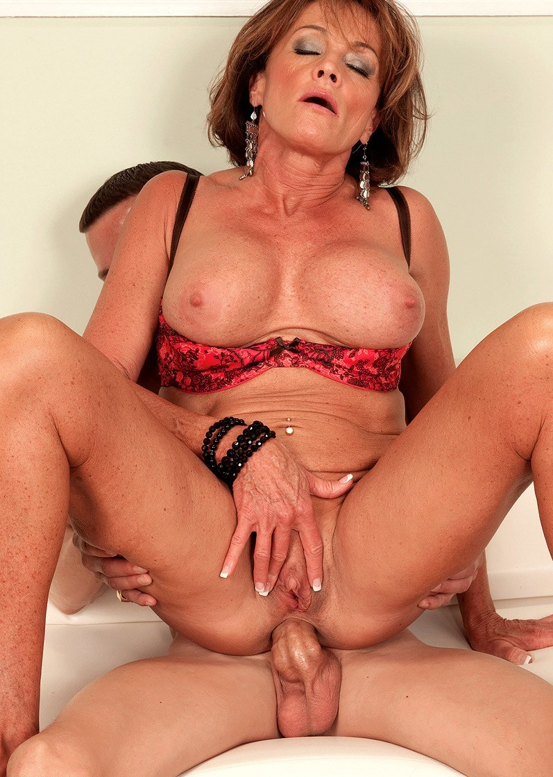 Free mature woman porn videos