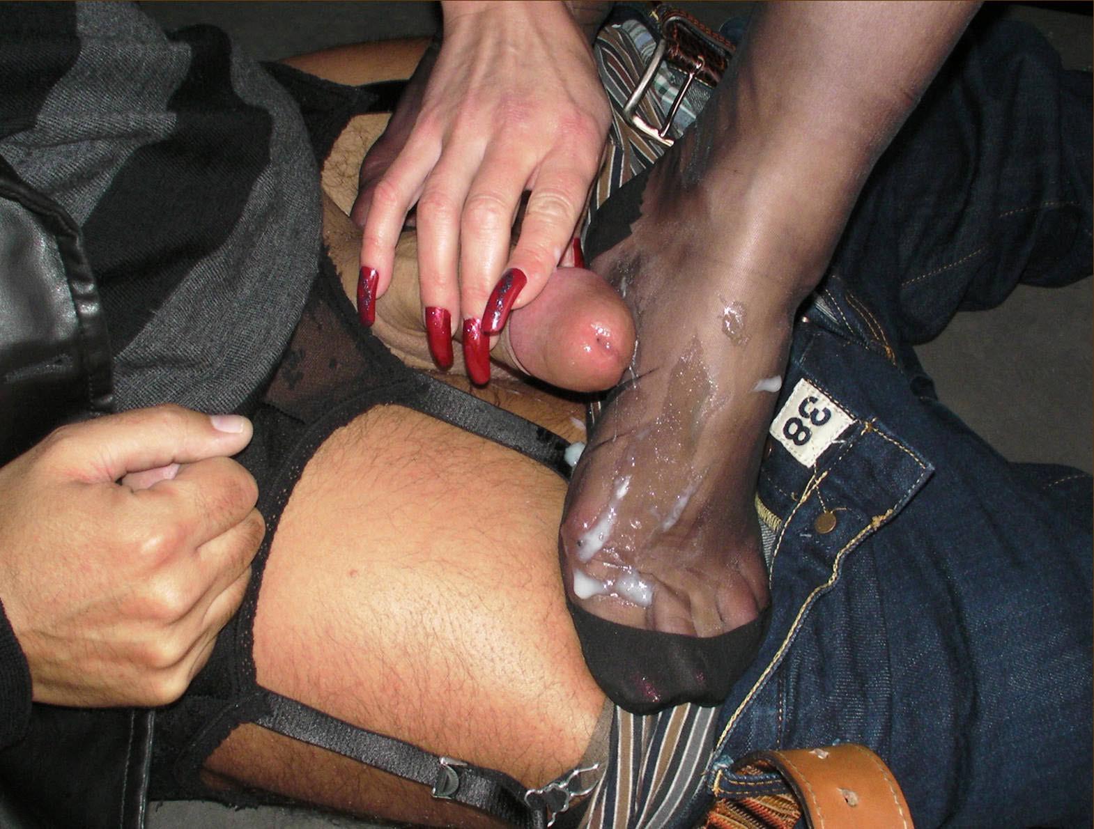 Порно фото кончают на ноги