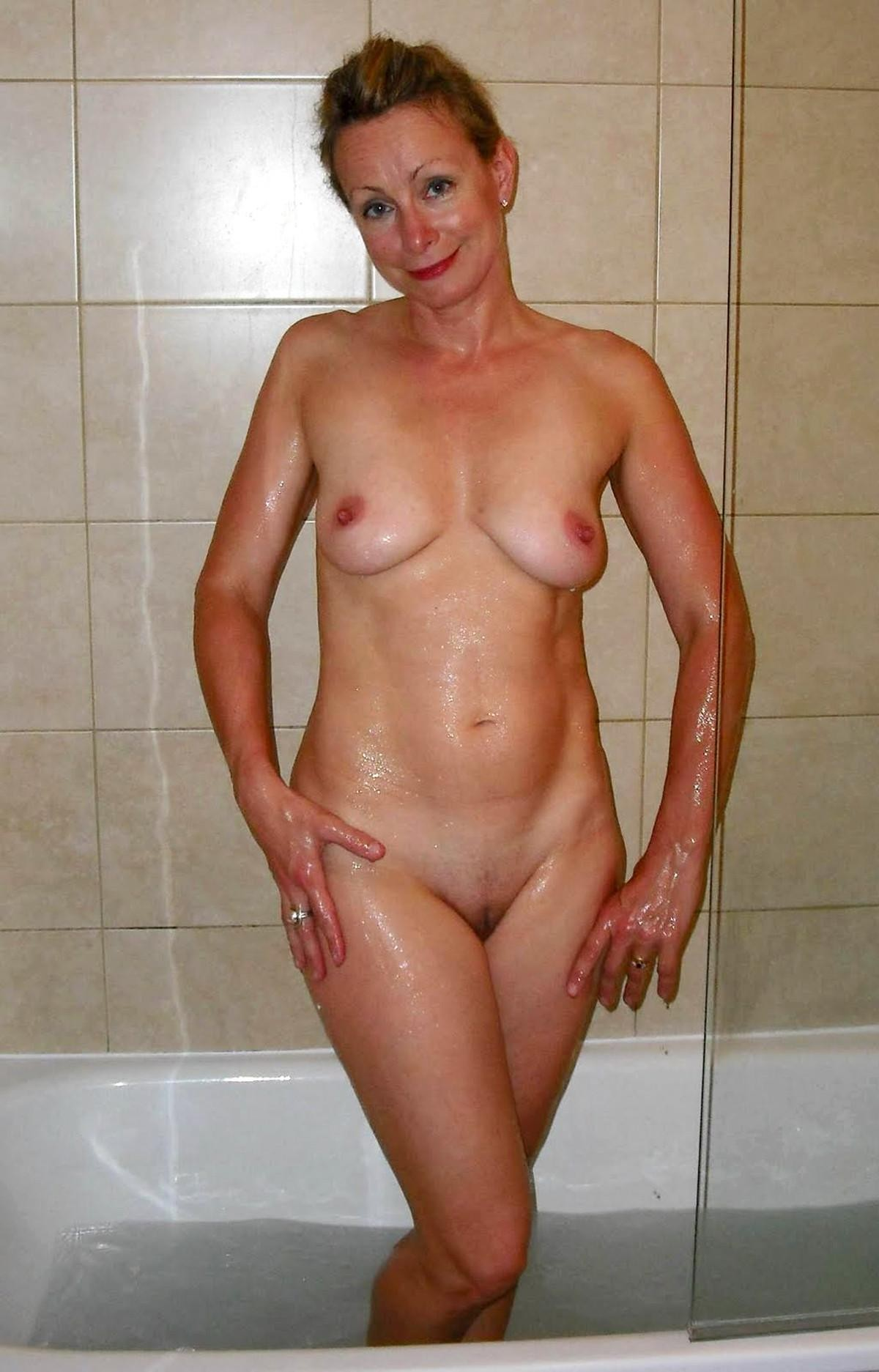 mature-naked-women-in-the-shower