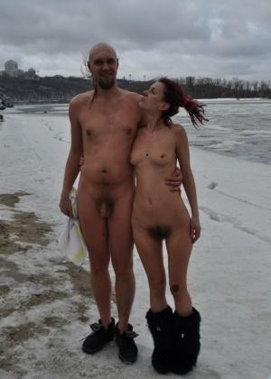 Девушки на снегу (ты их согрей руками) - компиляция 2