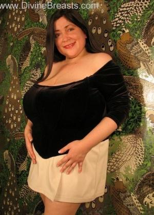 Очень большая грудь толстушки