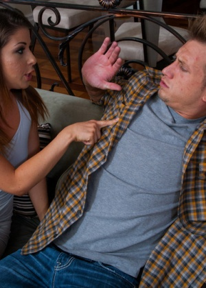Миа уговорила парня дать ей в рот и выебать в пизду