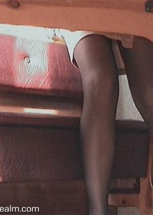 Камера под столом секретарши