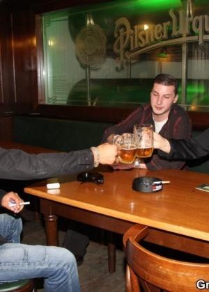 Два парня выебали пьяную толстячку