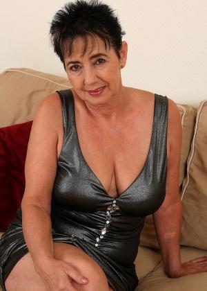 Обнажение 57-летней домохозяйки