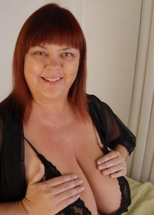 Титьки массивной рыжей женщины