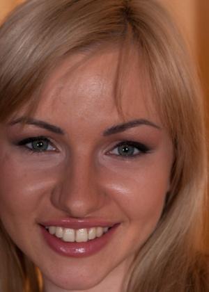 Извращенные фантазии блондинки воплотились в реальность