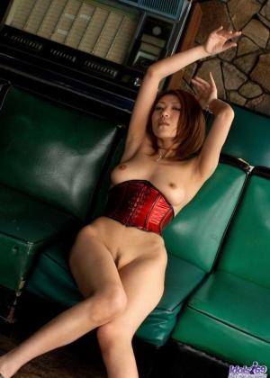 Японка Джун Кусанаги показывает сиськи