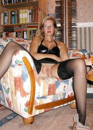 Сексуальные зрелые женщины в чулках - компиляция 3