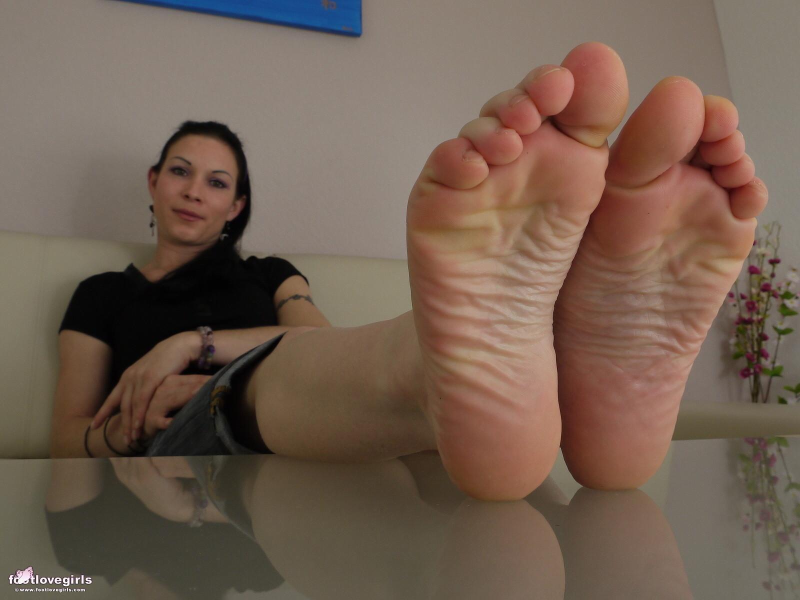 Сперма по ножкам
