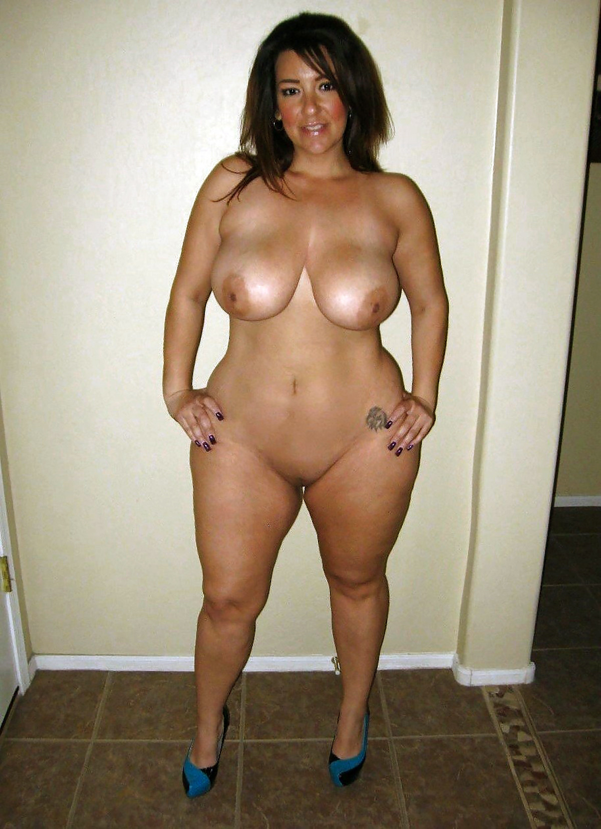 Nude thick latinas amateurs, girls poop too