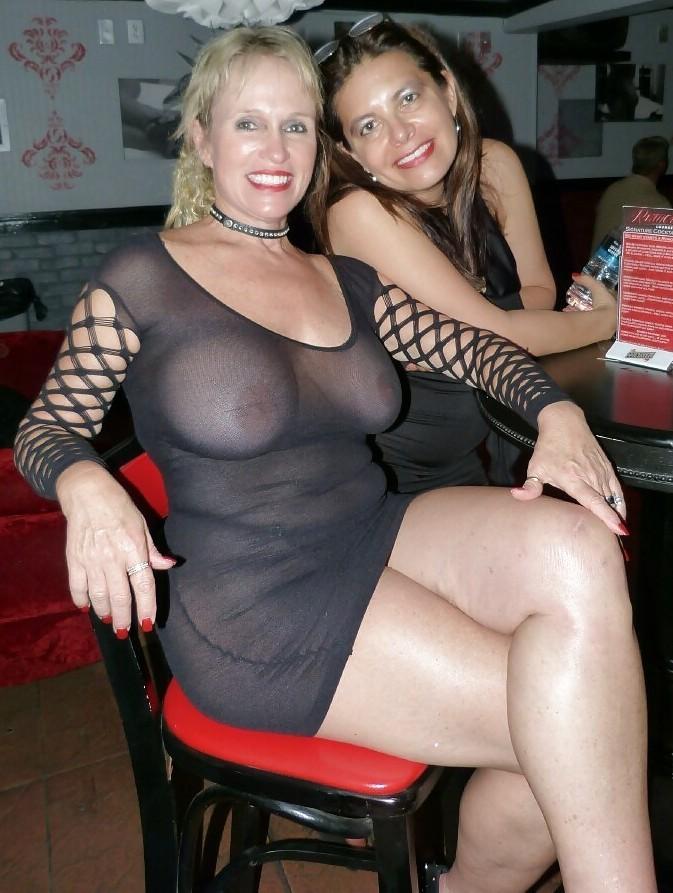 Фото эротических развлечений зрелых дам
