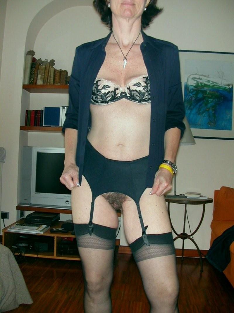 Сексуальные зрелые женщины в чулках - компиляция 4