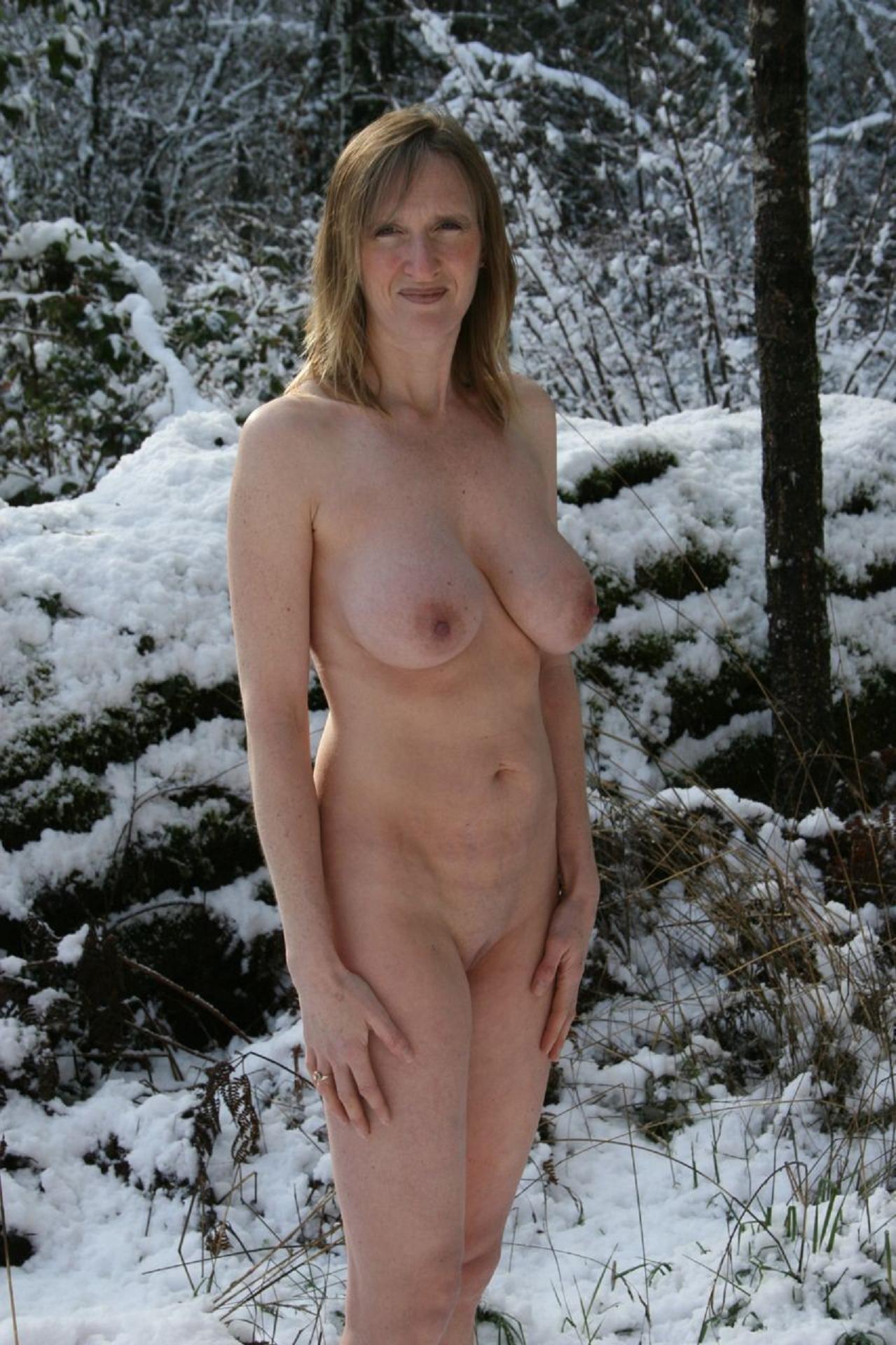 Девушки на снегу (ты их согрей руками) - компиляция 6