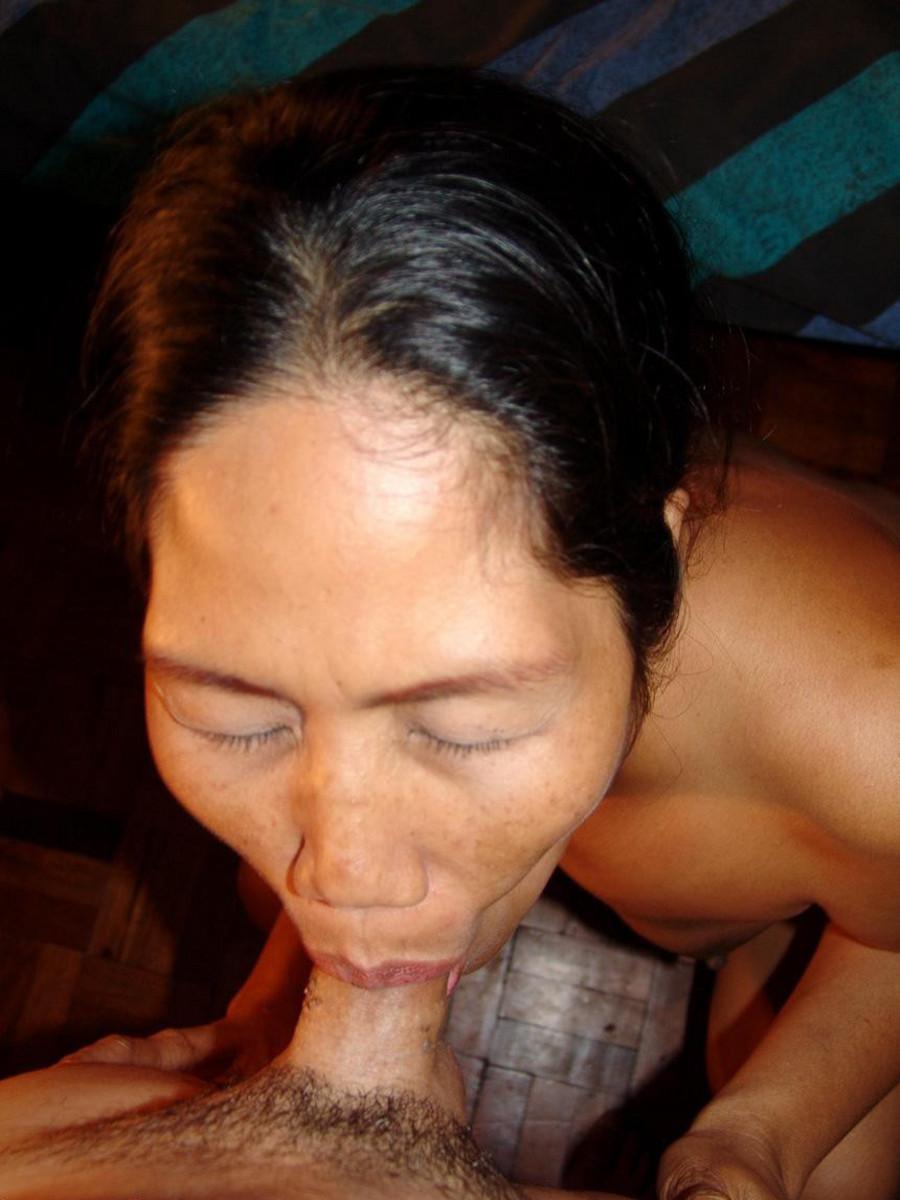 китаянка смачно сосет