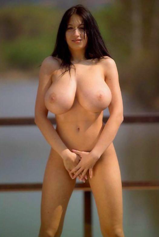 naked-women-with-big-tits-busty-xxx-window-flashing