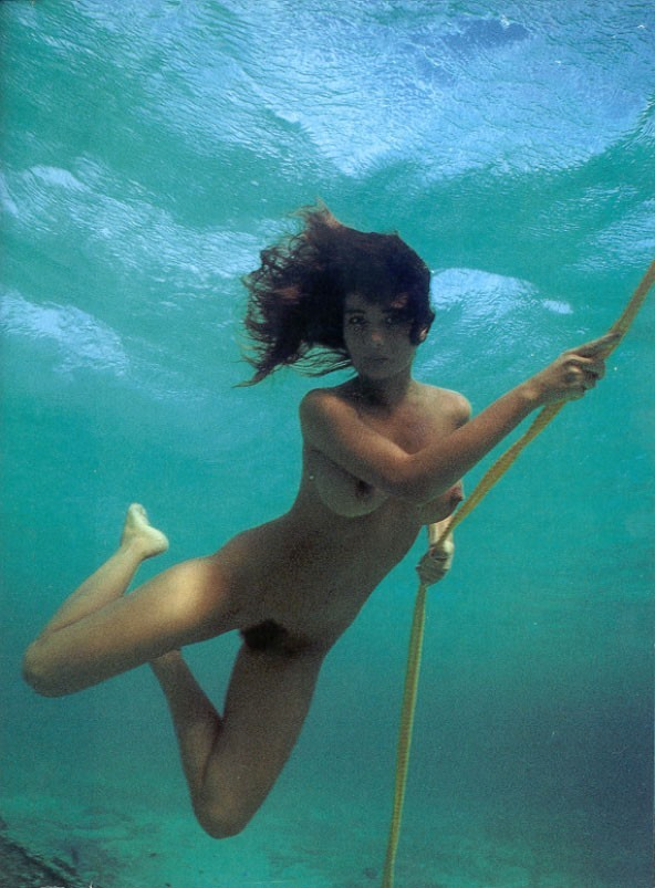 обнаженные под водой связали захлебываясь слюной