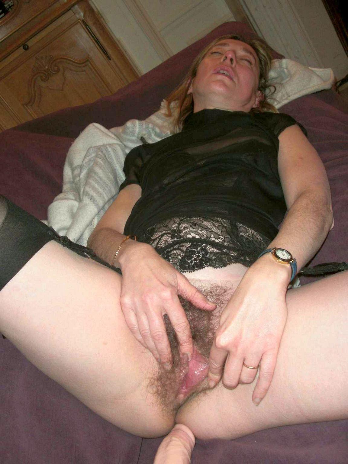 Домохозяйки видео зрелые волосатые женщины мастурбируют классный