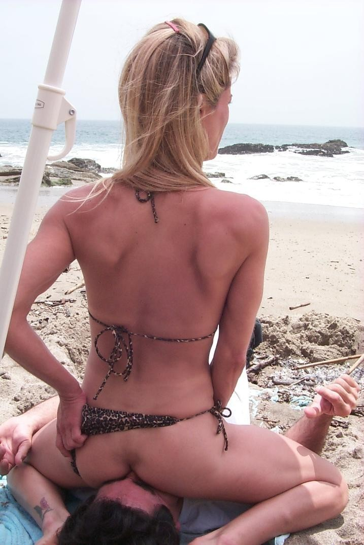 Girls nude sexy wife at the beach