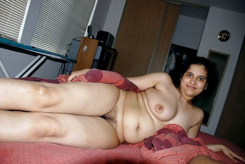 Pakistani naked moms — photo 2
