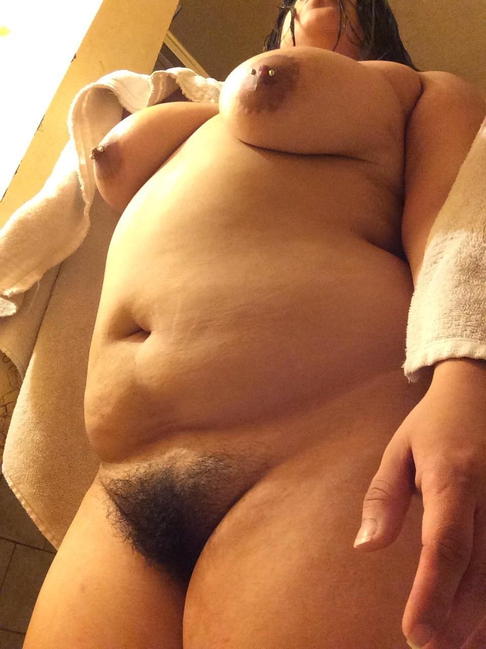 это выбритый лобок зрелой толстушки порно