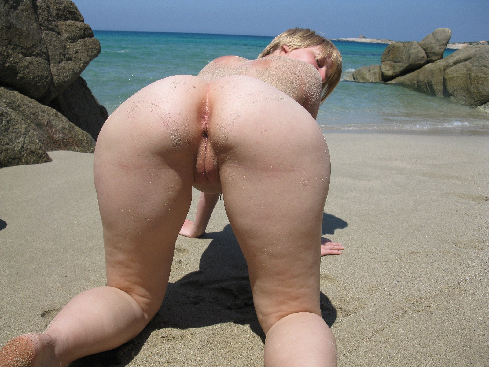 Woman nude ass hole beach