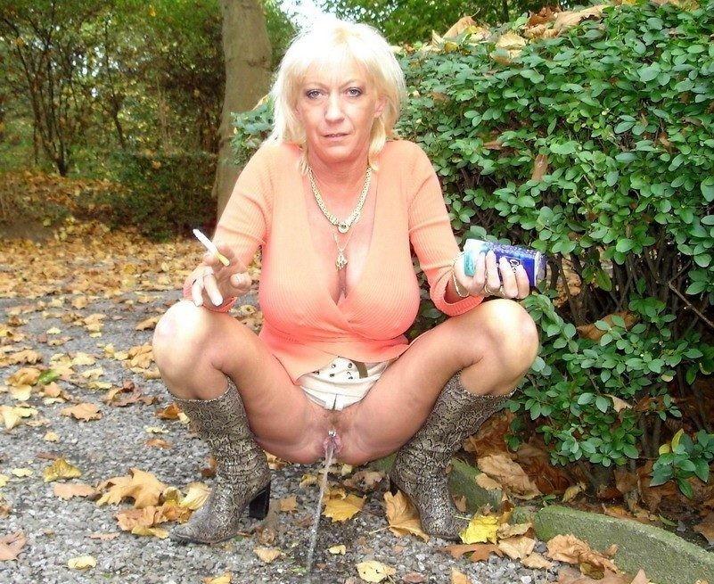 Порно фото писающие старушки
